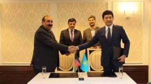 تصویری از امضای قرارداد خرید انترنت از قزاقستان برای افغانستان