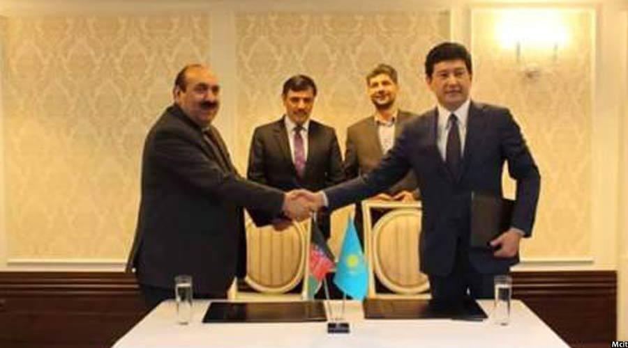 تصویری از امضای قرارداد انترنت برای افغانستان