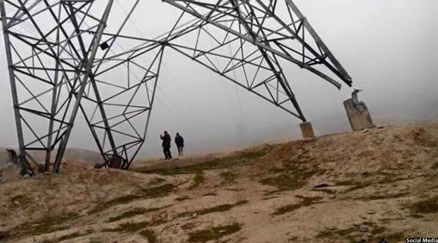 یکی از پایه های تخریب شده برق در شمال افغانستان