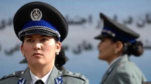 یکی از افسران زن در پولیس افغانستان