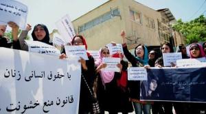 بانوان افغان از خشونت و تبعیذ به تنگ آمده اند