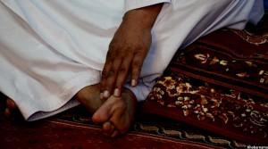 عبدالصبور شیرزاد، اکنون در خانه است و برای صحت یاب شدن اش دارو مصرف می کند