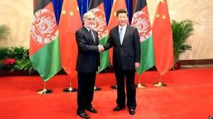 رییس جمهور چین ( راست تصویر) در کنار رییس اجرایی افغانستان