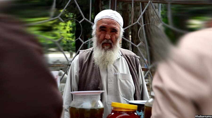 کاکا صفر از دوران طفولیت در همین مکان به شورنخود فروشی