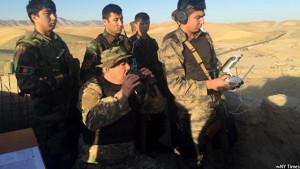 جنرال دوستم معاون نخست ریاست جمهوری افغانستان درجریان رهبری یکی از نبردها در شمال افغانستان
