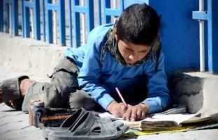 روز کودک؛ کودکان افغان حال نامناسب و آینده نامعلوم