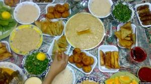 یکی از سفره های رمضانی افغان ها