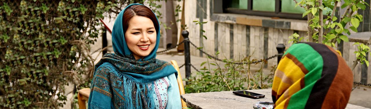 مفهوم ناشناخته؛ دختر افغان حریم خصوصی را با اجرای نمایش سفید برجسته کرد