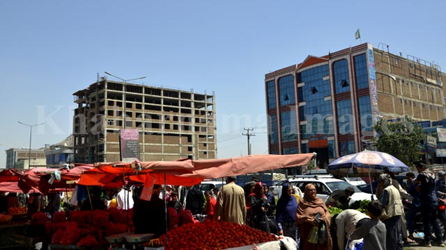 Roadside-fruit-seller