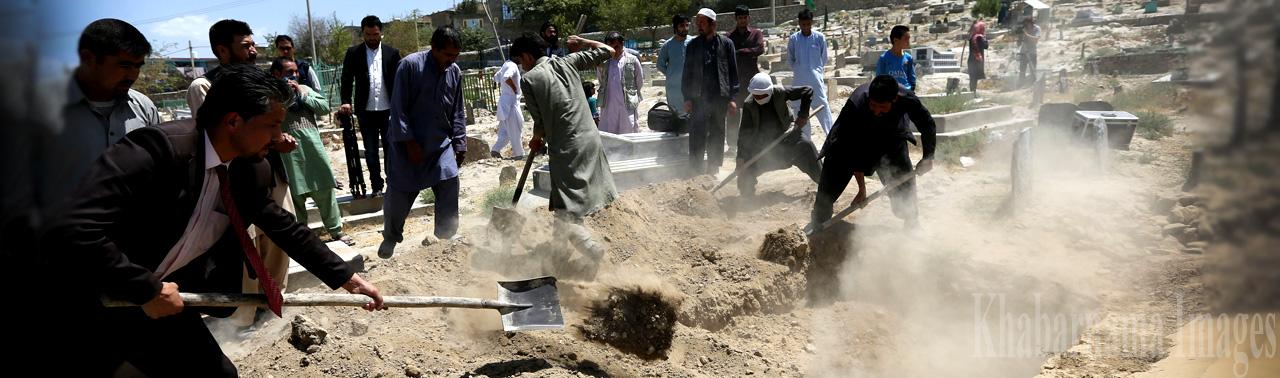 جسدی به دنبال عدالت؛ زهرا ۲۴ روز پس از مرگش در کابل دفن شد