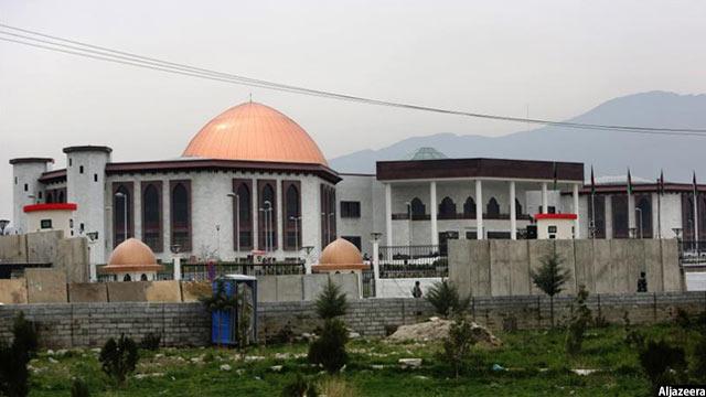در آخرین قانون انتخابات افغانستان که قبلا توسط شورای ملی افغانستان(پارلمان و سنا) تصویب شد، یکی از بحثهای اصلی در کنار ساختار کمیسیونهای انتخاباتی، نظام انتخاباتی بوده است