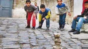 بازی هفت سنگ را نیز بیشترکودکان افغان انجام می دهند