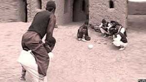 غلغله شیطان از بازیهای قدیمی افغانها است و بیشتر نوجوانان و کودکان اکنون به آن علاقه مند اند