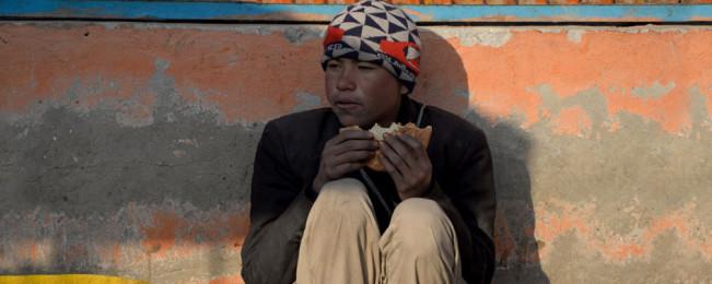 روز جهانی غذا؛ کودکان مبتلا به سوء تغذیه و بیش از ۱۱ میلیون افغان نیازمند به غذا