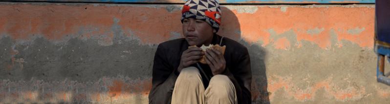 نیم جمعیت افغانستان زیر خط فقر؛ سفره نان افغانها خالیتر میشود؟