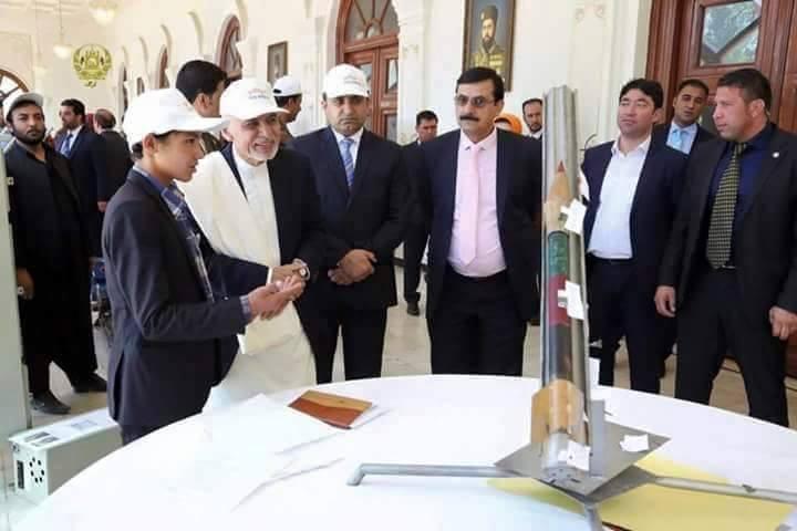 حسین داد حین معرفی موشک خود به رییسجمهور غنی