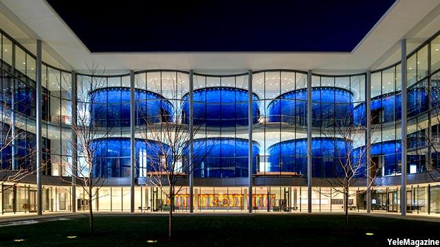 نمایی از دانشگاه یل در شب