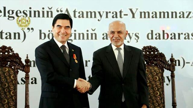 رییس جمهور غنی به رییس جمهور ازبکستان مدال وزیر محمد اکبرخان را اهدا کرد