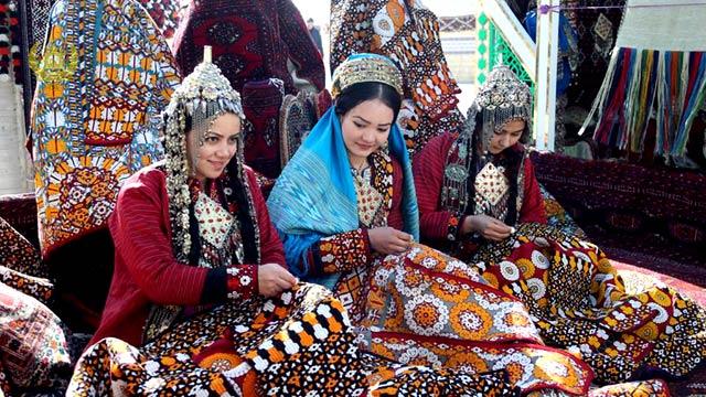 تولیدات و محصولات داخلی افغانستان، در 18 غرفه در بندر آقینه به نمایش گذاشته شده بود