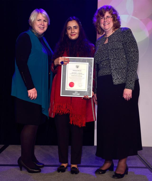 خانم واحدی توانسته است برای چندمین بار این جایزه را کسب کند. / فوتوژورنالیزم