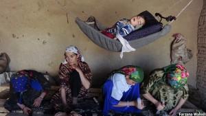 عکسی که خانم واحدی از زندگی روزانهی زنان افغان گرفته است