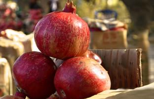 انار فروشان سر جاده؛ بازار گرم انار قندهار در کابل