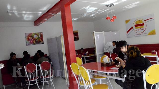 جوانان و دانشجویان مشتریان اصلی این رستوران های فست بود می باشند