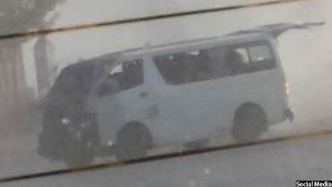 نمای از موتر آسیب دیده در این انفجار دیروز در پل محمود خان کابل