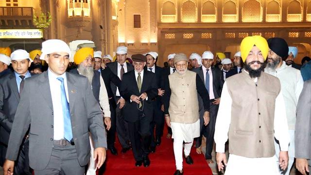 رییس جمهور افغانستان شب گذشته وارد هندوستان شد و مورد استقبال نخست وزیر این کشور قرار گرفت
