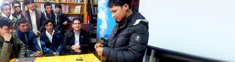 از ساخت موشک تا هواپیمای بی سرنشین؛ نوجوان مخترع افغان در درهی کالوی بامیان