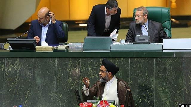سید محمود علوی، وزیر اطلاعات ایران (در پایین تصویر)