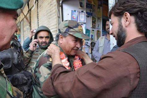 مراد پس از بازپسگیری کندز از چنگ طالبان توسط مردم این شهر با گل استقبال شد