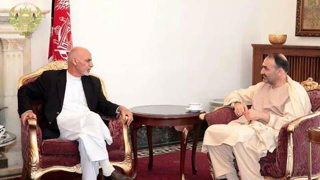 رییس جمهور غنی در کنار عطا محمد نور رییس اجرایی حزب جمعیت اسلامی افغانستان
