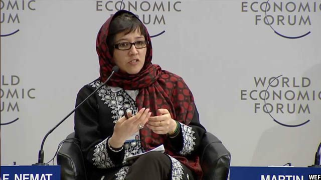 اورزلا اشرف به عنوان ترجمان و هماهنگ کننده در اردوگاه پناهجویان افغان در پاکستان نیز کار کرده است