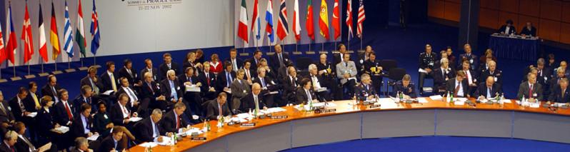 از تعهد ناتو به ادامه کمک به افغانستان تا هشدار رییس جمهور به طالبان