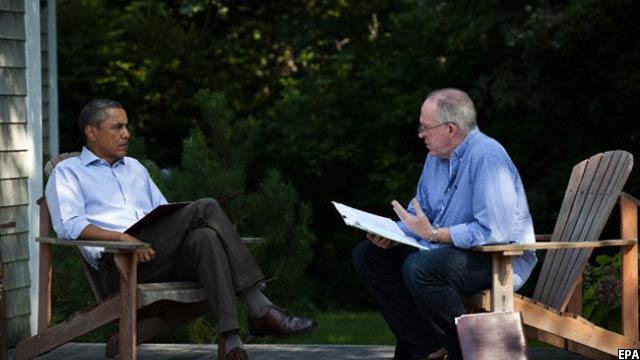 جان برنان در کنار باراک اوباما، رییس جمهوری کنونی امریکا