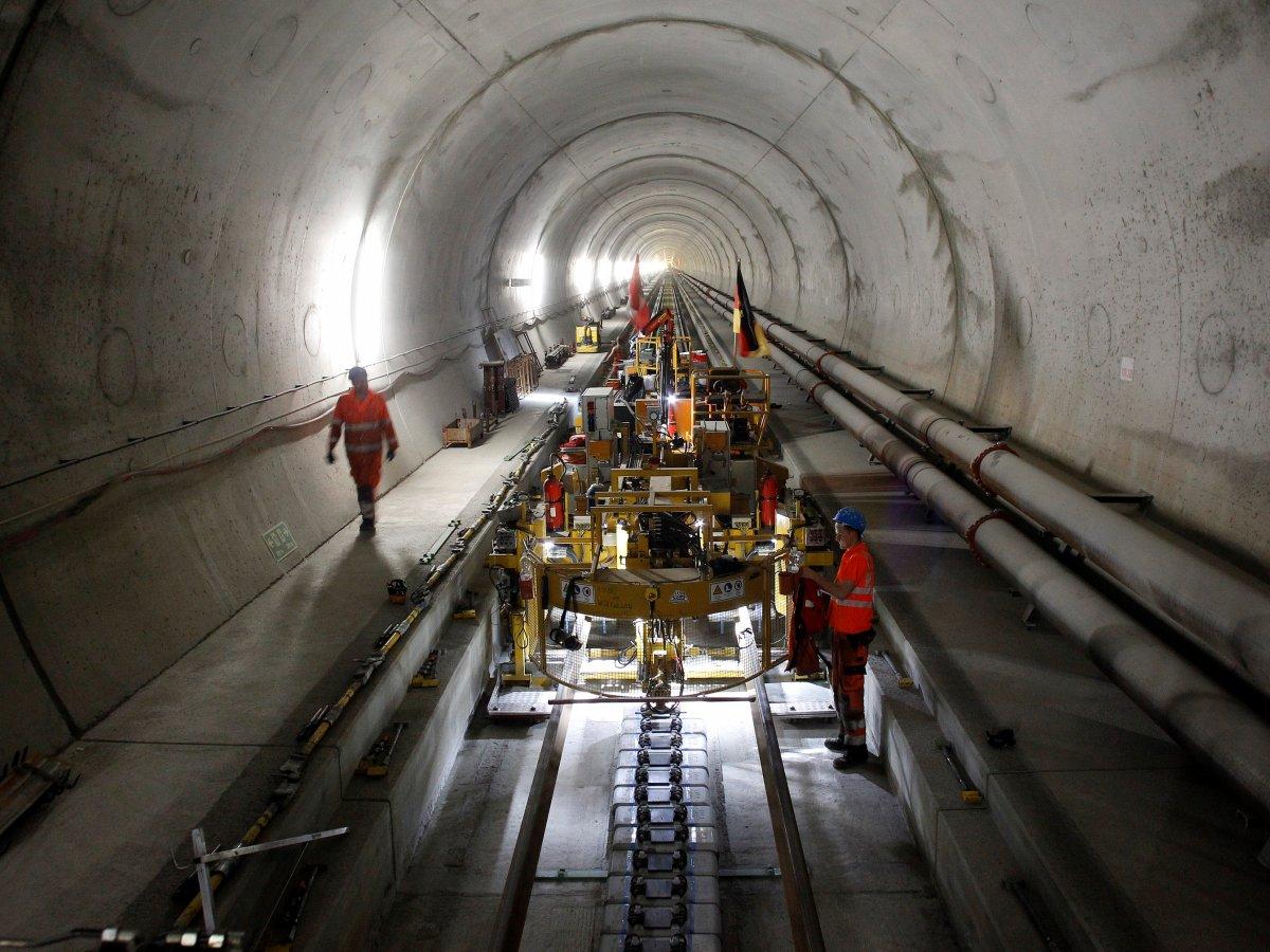 نمایی از جریان ساخت این راهآهن / عکس: رویترز