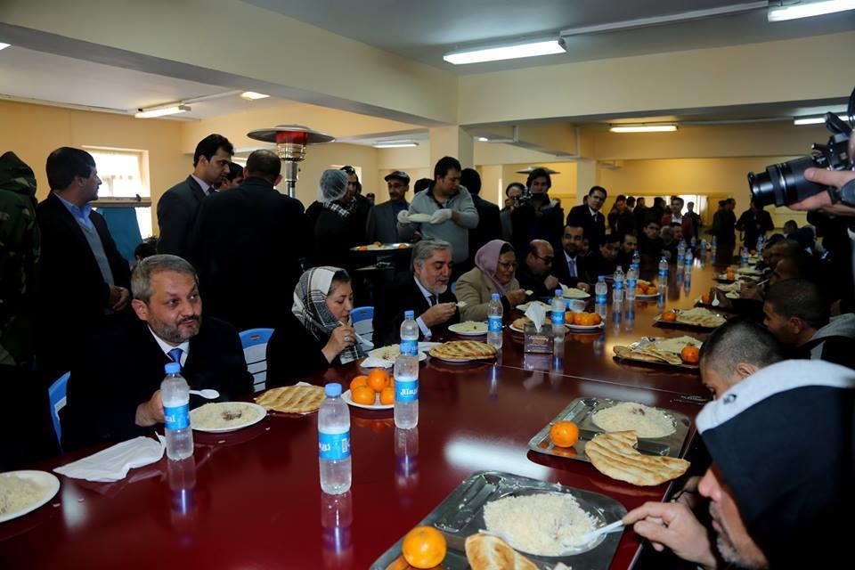دیدار رییس اجراییه حکومت افغتانستان همراه با هیات همراهش از مرکز تداوی امید در کابل