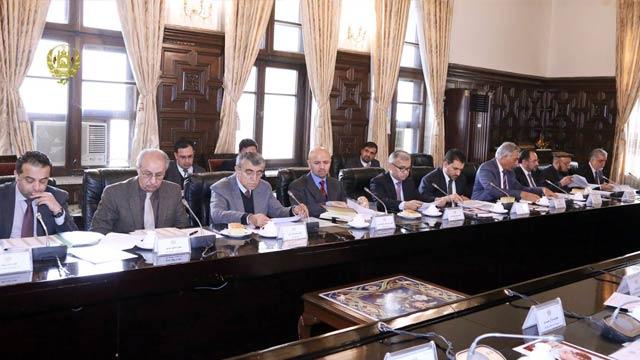 در این جلسه شماری از بازرگانان و مقام های وزارت خانه های تجارت و اقتصاد نیز شرکت کرده بودند