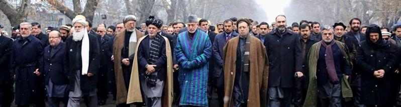 مردم در آرزوی صلح؛ پیر سید احمد گیلانی در زادگاهش به خاک سپرده شد