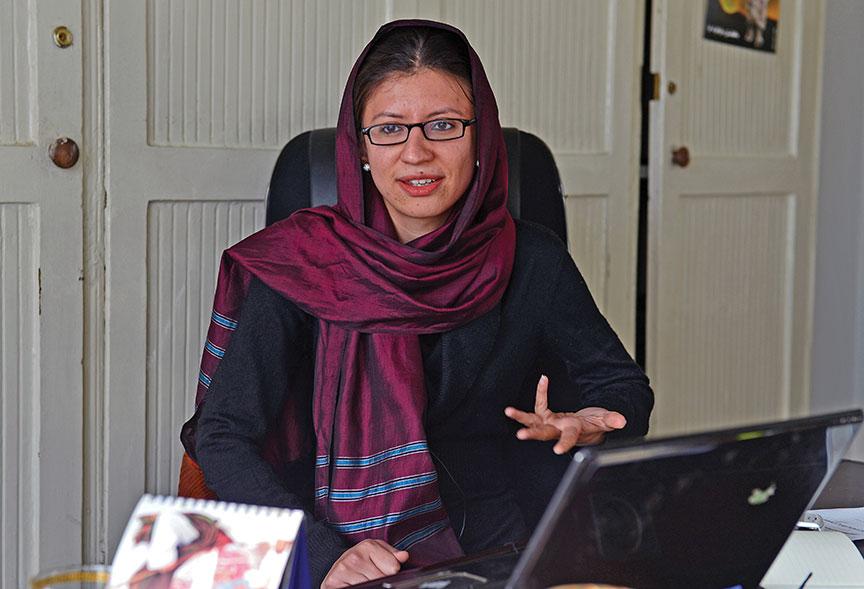 خانم اکبر در حال حاضر ریاست نهاد جامعه باز (Open Society) است