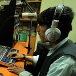 دشواری خبرنگاری در افغانستان؛ برخی از رسانهها زیر نفوذ طالبان فعالیت میکنند