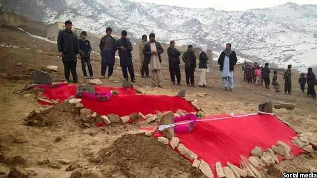 این سه برادر در قبرستانی در نزدیکی خانه شان به خاک سپرده شده اند