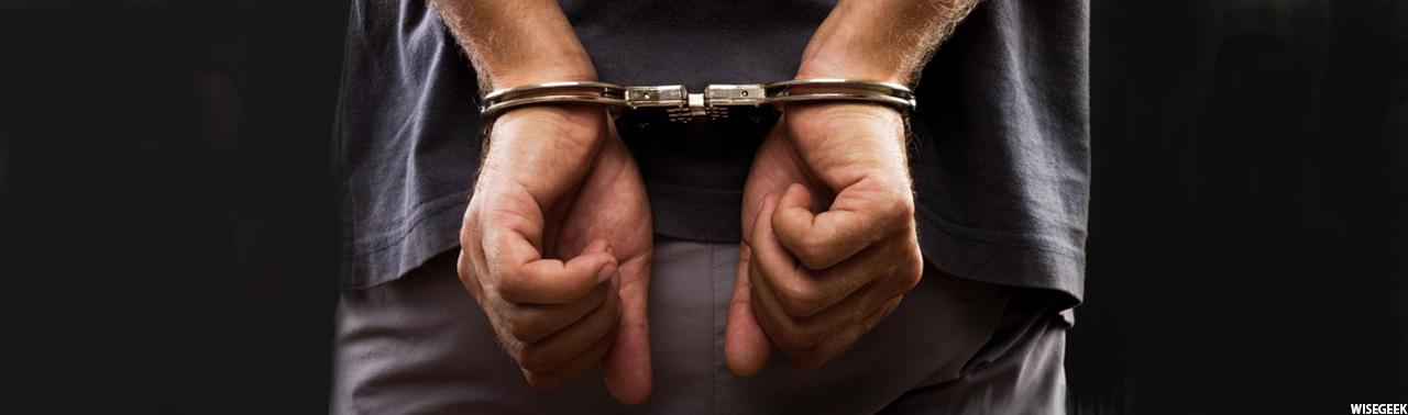 عذاب وجدان؛ مردی در دادگاه پس از اقرار بر تجاوز جنسی گلویش را برید