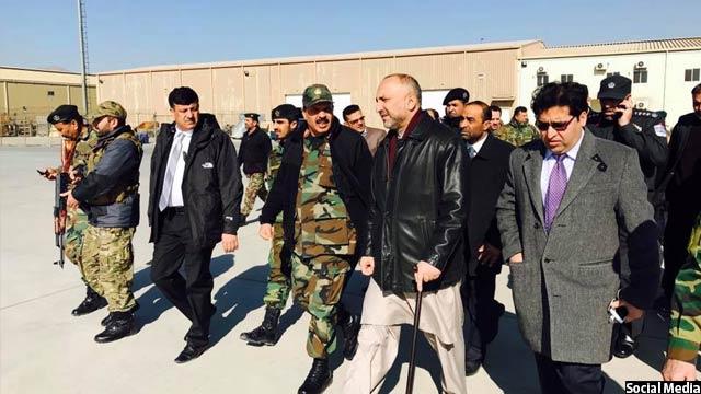 رییس جمهور غنی برای بررسی انفجارهای صورت گرفته در دفتر والی قندهار، محمد حنیف اتمر مشاور امنیت ملی خود را همراه هیاتی، صبح امروز به این شهر فرستاد