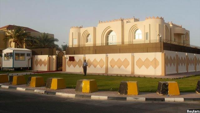 آقای خلیلزاد در مورد اینکه مذاکره کنندهگان در قطر به چه تفاهمی رسیده اند، هیچ جزییاتی را افشا نکرد، تنها این را گفت که ایالات متحده با حکومت افغانستان و دیگران کار میکند تا به یک آتشبس همه جانبه دست یابد