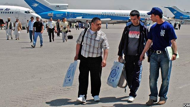 براساس یافتههای بانک جهانی از سال 2015 بدینسو ماهیت مهاجرت در افغانستان تغییر کرده و بیشترین دلیل مهاجرت افغانها به کشورهای خارجی، یافتن کار بوده است