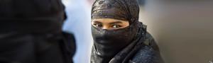 Afghan-girls-using-lins-on-eyes
