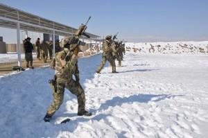 تمرینات ویژه و سختی که در طول دوره آموزش به این نیروها داده می شود، سربازان قطعات خاص را برای هرگونه عملیاتی در روز و شب و یا در هر شرایط فصلی و آب و هوایی آماده می کند/ عکس: رسانههای اجتماعی