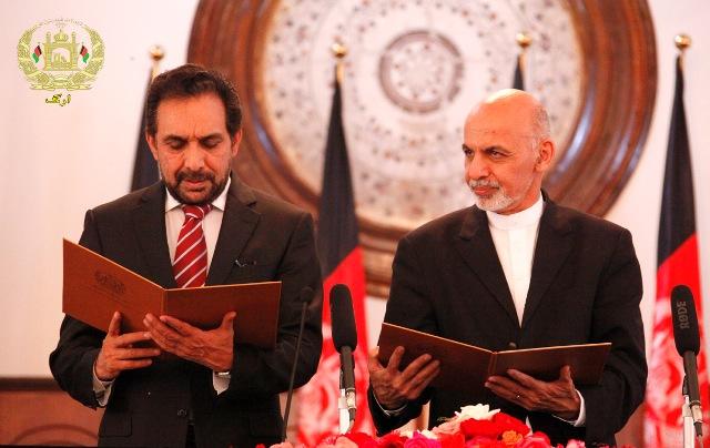 جریان مراسم تحلیف آقای مسعود (چپ) به عنوان نماینده فوق العادهء رئیس جمهور افغانستان در امور اصلاحات و حکومتداری خوب